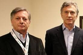Macri y su Ministro Aranguren. El Estado le compró a sus propias empresas.