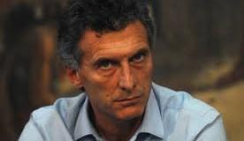 PRESIDENCIA – Régimen | Ahora dicen que la afonía de Macri es por un pólipo por jugar a las cartas.