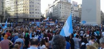 POLÍTICA – Balotaje 2015   A pesar de las recomendaciones miles de ciudadanos llenaron el Obelisco por varias horas.