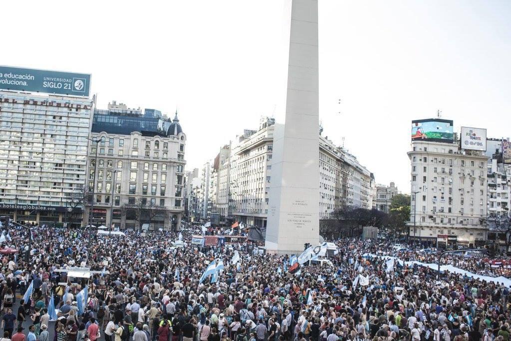 El Obelisco estaba llenísimo a las 19 hs. FOTO: Facebook