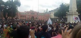 CULTURA – Régimen | Multitudinaria manifestación a favor de la Ley de Medios.