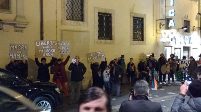 Macri fue repudiado en tres oportunidades mientras se desplazaba por Roma.