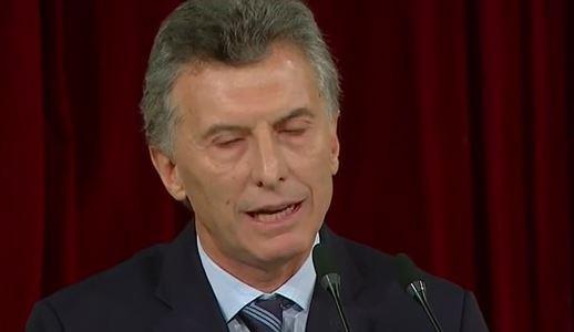 ¿Intentan disfrazar el desgaste físico de Macri?
