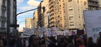 EDUCACIÓN – Régimen | Multitudinaria marcha en defensa de la educación pública.