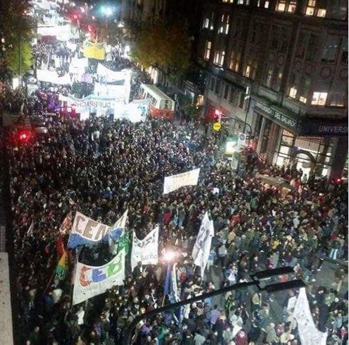 Multitudinaria marcha en defensa de la educación pública superior. FOTO: María José Lubertino.