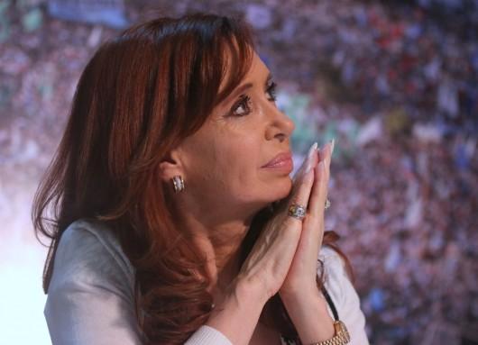 Cristina Fernández desmiente las injurias de la prensa de ultraderecha encabezada por Clarín y La Nación.