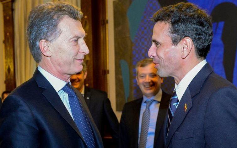 El Presidente Macri con el golpista venezolano Hernán Capriles. Ambos tienen cuentas en paraisos fiscales.