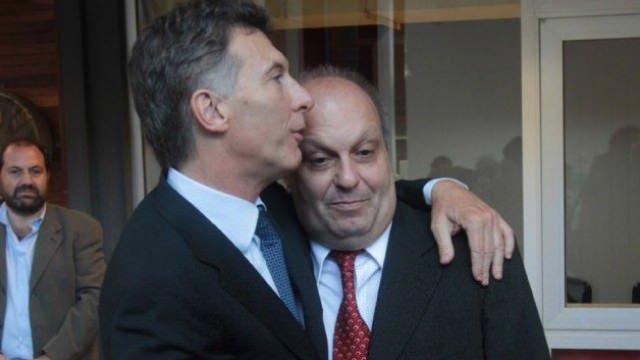 Macri junto a Lombardi, encargado de destruir las transmisiones públicas.
