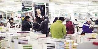 MUNDO – Cultura   China hace millonarias inversiones para salvar a los libros de papel.