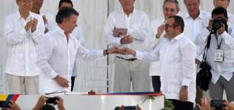 REGIÓN – Colombia | Gobierno colombiano y las FARC firman la paz con el compromiso de hacer una política sin armas