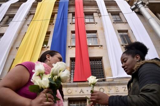 A pesar del rechazo de la población al fin de la guerra, Juan Manuel Santos recibió el  Nobel de la Paz.