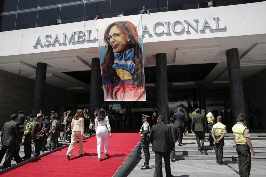 Cristina Fernández fue recibida muy cálidamente por los ecuatorianos. FOTO: CFK