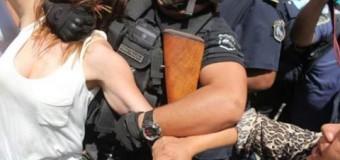 PRESA POLÍTICA – Jujuy | La policía macrista le pegó y reprimió incluso a Diputados y funcionarios.