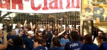 TRABAJADORES – Règimen | Macri filma a los trabajadores despedidos de Clarín.