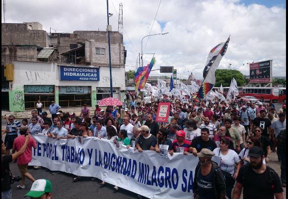 El Puente Pueyrredón fue el epicentro del centenar de actos que a nivel nacional piden la liberación de Milagro Sala.