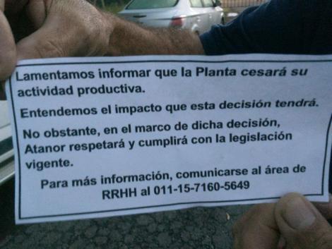Este miserable papelito les avisaba a los trabajadores de ATANOR que estaban despedidos.