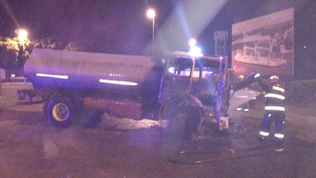 Este camión atropelló a los trabajadores santafesinos. Un muerto y cinco heridos graves.