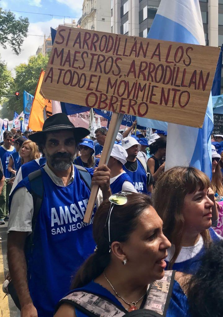 Más de 150.000 trabajadores se movilizaron por sexta vez contra el ajuste macrista.