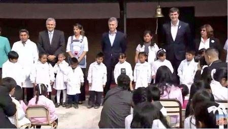 Macri y el dictador Morales inauguraron el ciclo lectivo en un colegio que estaba en paro.
