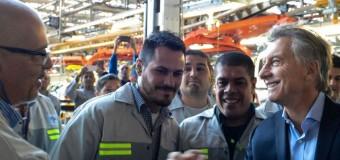 INDUSTRIA AUTOMOTRIZ – Règimen | Repudian presencia de Macri en planta de Peugeot.