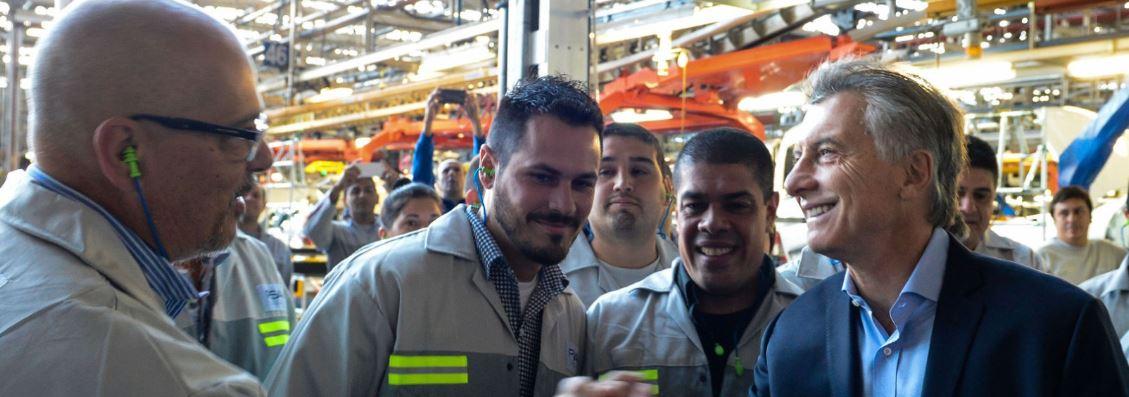 Macri fue repudiado por los empleados, que estaban detrás de un vallado.