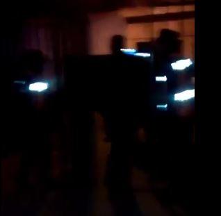 En medio de la noche la Policía de Gerardo Morales irrumpió en el predio de la Universidad de Jujuy. (UNJu). FOTO DE UN ESTUDIANTE.