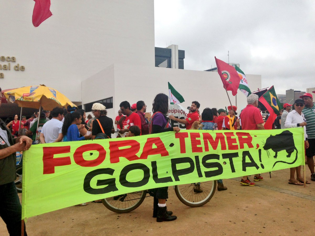 Miles de personas exigieron en las calles el final del gobierno de derecha.