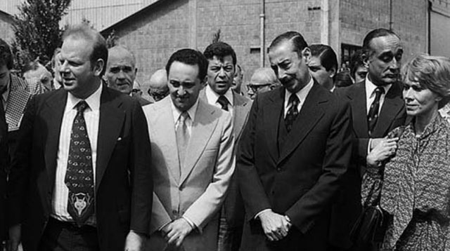 Ernestina Herrera, Héctor Magnetto y Bartolomé Mitre el día que el dictador Videla les dio Papel Prensa.