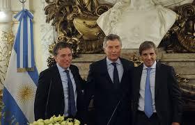 Los responsables del endeudamiento por un siglo. Dujovne, Macri y Caputo. Ahora hasta las monedas se harán en Gran Bretaña y España.