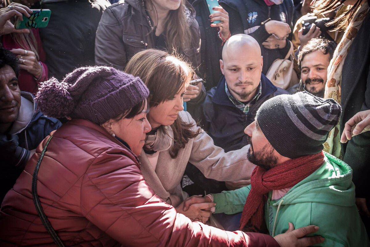 Cristina Fernández estuvo  varias horas con los despedidos de Zárate.