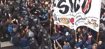 TRABAJADORES – Régimen | La policía macrista presionó a los trabajadores de PepsiCo cuando marchaban al Congreso.