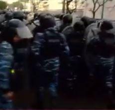 Los policías bonaerenses y la Gendarmería atacron a personal desarmadas con armas nuevas.