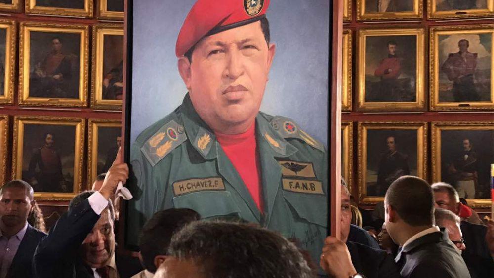 La imagen de Hugo Chávez Frías volvió a los recintos parlamentarios. FOTO: MISIÓN VERDAD