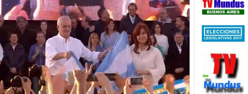 Cristina Fernández y Jorge Taiana en el escenario en Florencio Varela.