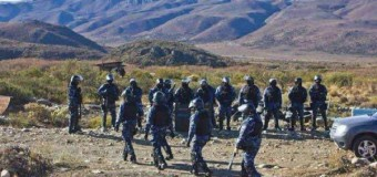 DESAPARECIDO – Régimen | (PARTE VI) El Gobierno invade desmesuradamente a comunidad mapuche, con la excusa de buscar pruebas de Santiago Maldonado.