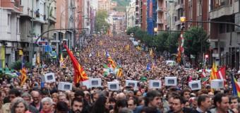 MUNDO – Catalunya | El líder de Podemos pide la renuncia de Rajoy por el desmanejo de la crisis.