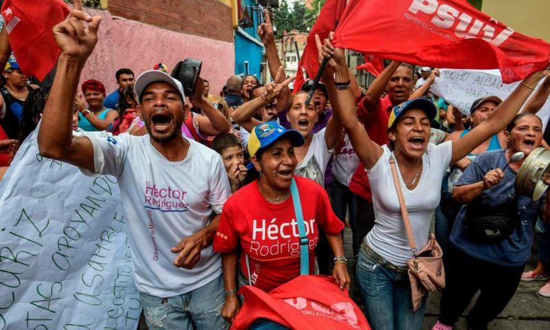 El pueblo celebrando el amplio triunfo del chavismo.