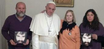 DERECHOS HUMANOS – Religión | El Papa católico romano recibió a la familia de Santiago Maldonado, asesinado por la Gendarmería.
