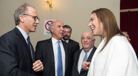 Ronsenkrantz, juez de la Corte Suprema puesto por Clarín, Lorenzetti y María Vidal. Con esta foto mafiosa le avisaron a los Gobernadores que iban a perder coparticipación a manos de Buenos Aires.