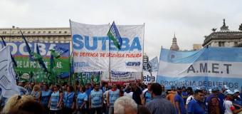 BUENOS AIRES – Régimen | Ante las siete ofertas ofensivas de María Vidal los docentes bonaerenses efectuaron un paro y movilización.
