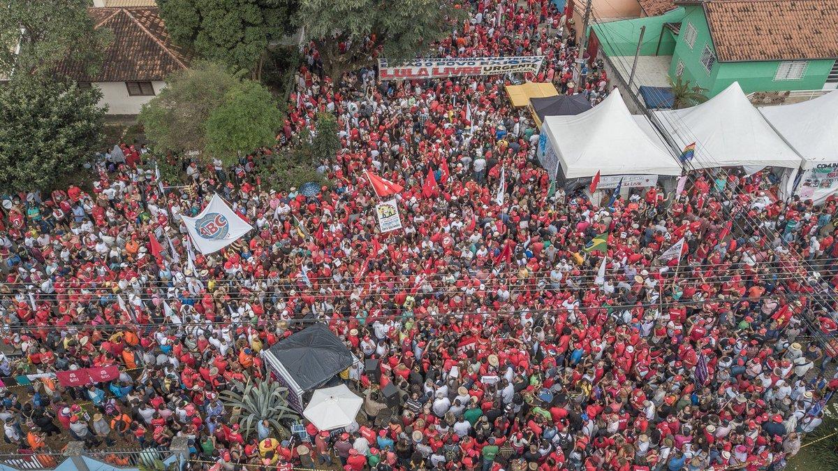 Una multitud acompañó a Lula en el Día Internacional del Trabajador.