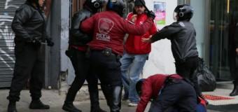 REPRESIÓN – Régimen | Por  varias horas detuvieron y golpearon en forma arbitraria al Director de La Poderosa y otras personas que protestaban contra el salvaje Presupuesto 2019.