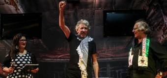 EDUCACIÓN – Trabajadores | La CTA le entregó un guardapolvo blanco a George Roger Waters.