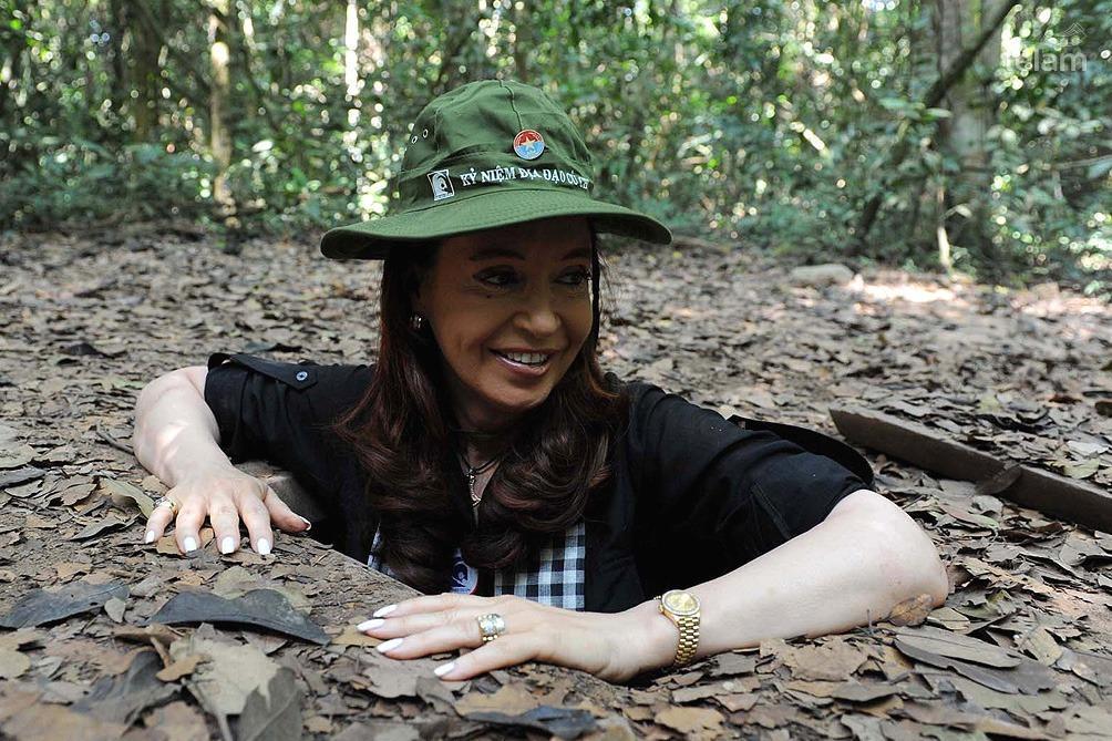 Cristina_Vietnam_Tuneles_TELAM_01