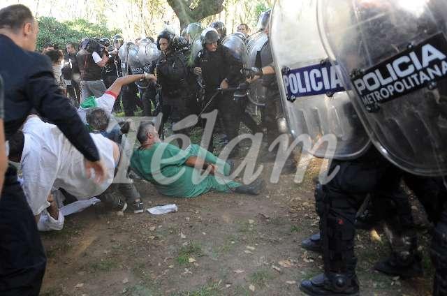 CABA_bORDA_Represión2013_TELAM_03