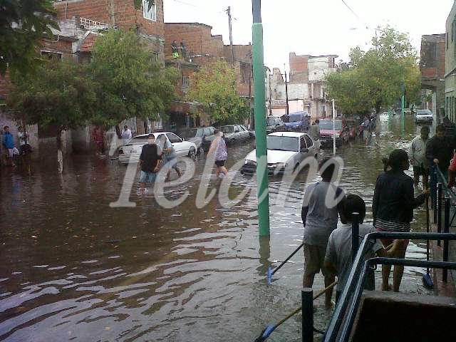 CABA_Inundacion2013_TELAM_05