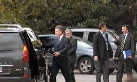 POLÍTICA – Derecha | ÚLTIMO MOMENTO. Macri podría bajarse de la candidatura ante los escándalos que se están destapando.