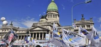 POLÍTICA – Régimen | Empieza a crecer la convocatoria popular para protestar contra el Gobierno de Macri.