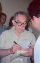 GarciaMarquez_firmando