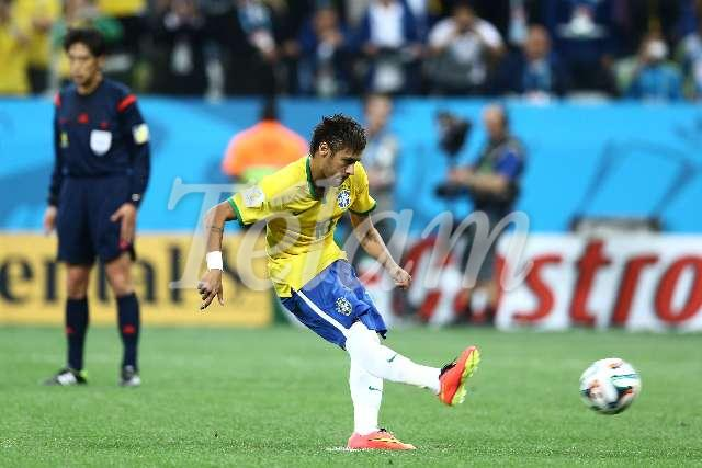 futbol_Brasil2014_Fecha01_TELAM_02